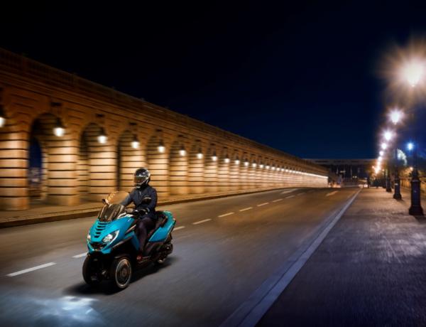Capture-600x460 Peugeot Metropolis, le dernier scooter trois-roues