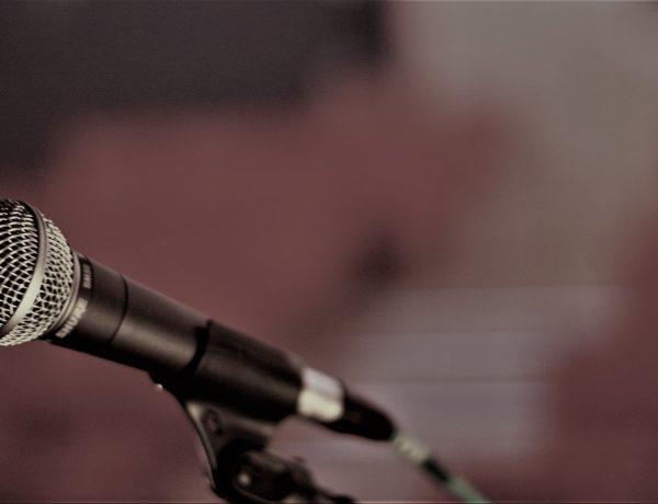 microphone-2425452_1920-600x460 Gérémy Credeville en Live le 30 Janvier 2021