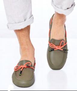 homme-256x300 Cacatoès, les sandales parfumées au Bubble Gum
