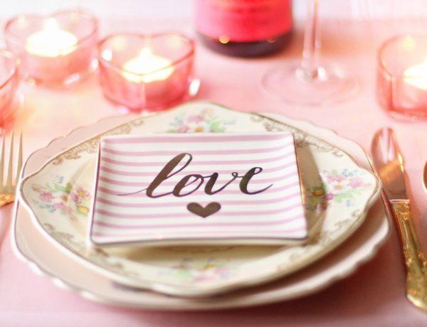 love-1951386_1280-600x460 Menus Spécial Saint-Valentin livré chez soi