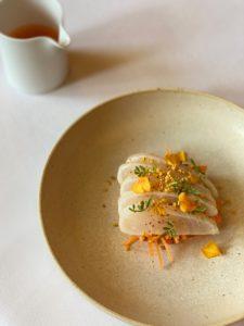 Le-Meurice-a-la-Maison-Dorade-royale-a-peine-cuite-15-225x300 Le menu duchef de l'hôtel Le Meurice Amaury Bouhours à emporter ou en livraison