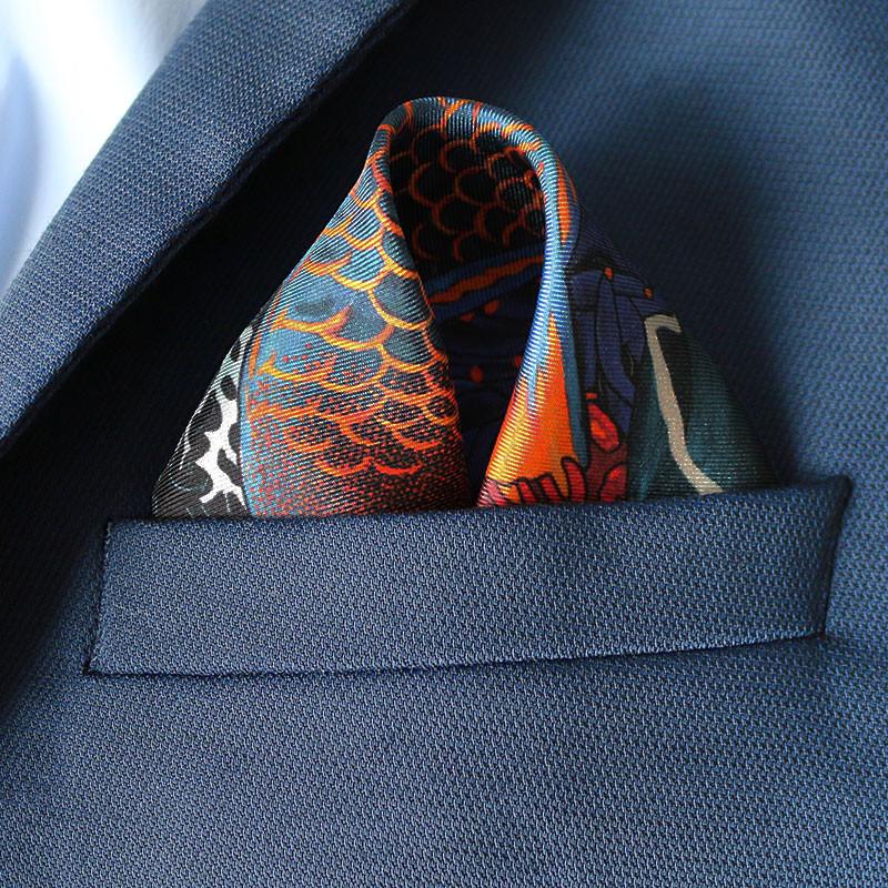 packshot2_pochette_homme_soie_made_in_France_maison_fetiche_La_danse_n5_original_poisson_perroquet_corail_fond_marin_gorgone_polynesie_30x30 Les coffrets de pochettes homme Maison Fétiche