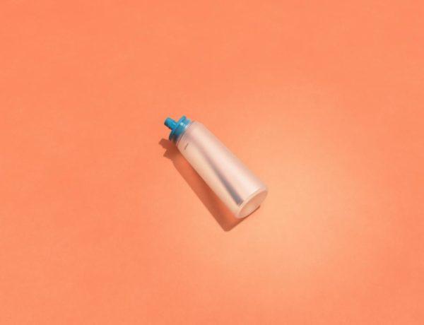 AirUp_BeautyShot_MouthpieceWithBottle__0000_BS-Mouthpiece_Bottle-Aqua-Blue-600x460 La gourde air up et ses Pods aromatisés