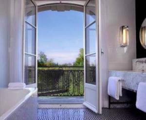 Capture-decran-2021-07-14-a-11.09.12-300x247 Waldorf Astoria Versailles Trianon Palace