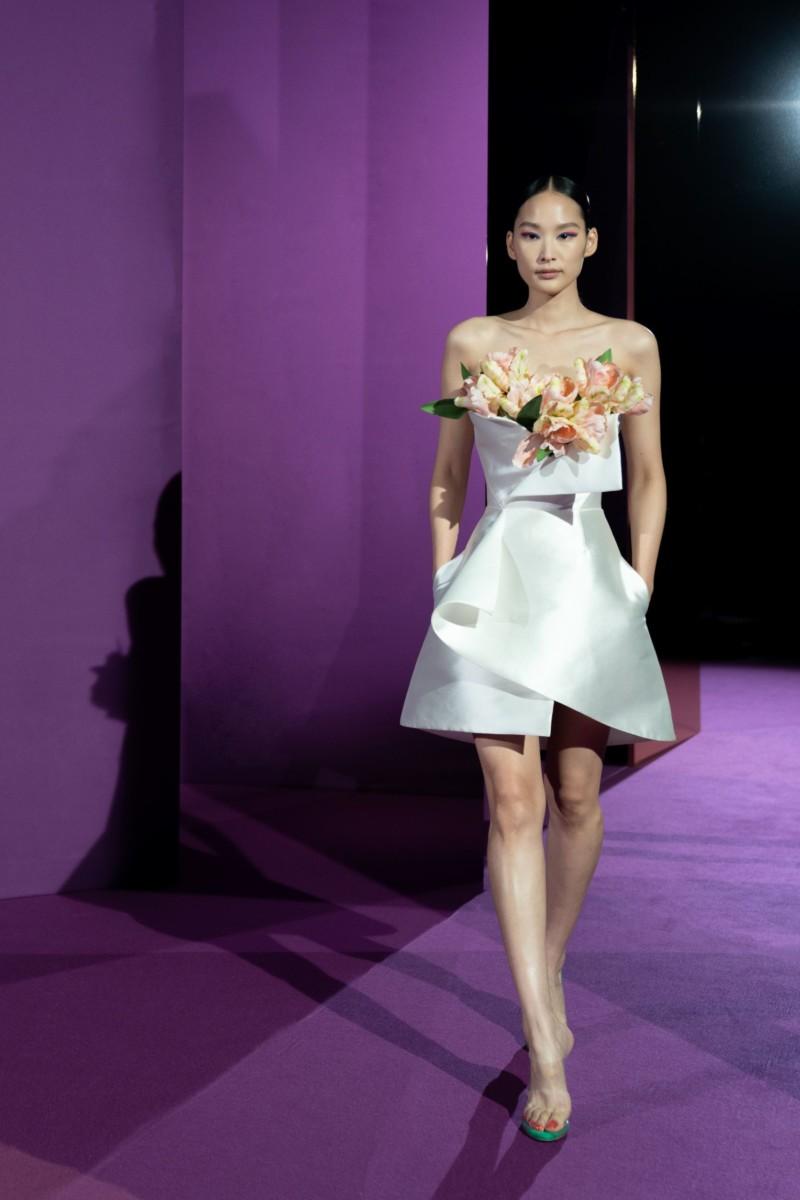 "LOOK01 Alexis Mabille : collection ""Femme-Fleur"""