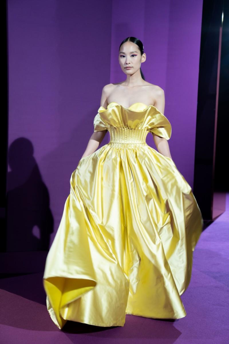 "LOOK13 Alexis Mabille : collection ""Femme-Fleur"""