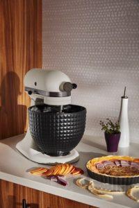 """KitchenAid-robot-patissier-multifonction-Ombre-et-Lumiere-ambiance-2-200x300 Robot pâtissier multifonction """"Ombre et Lumière"""""""