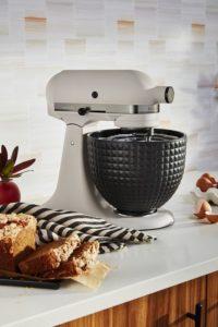 """KitchenAid-robot-patissier-multifonction-Ombre-et-Lumiere-ambiance-4-1-200x300 Robot pâtissier multifonction """"Ombre et Lumière"""""""
