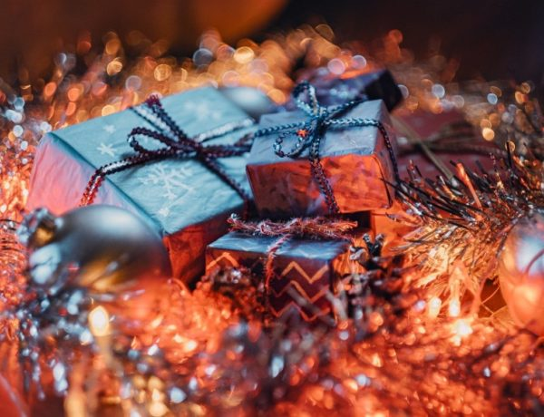 christmas-g4a1a63b9c_1280-600x460 Spécial Coffrets de Noel beauté