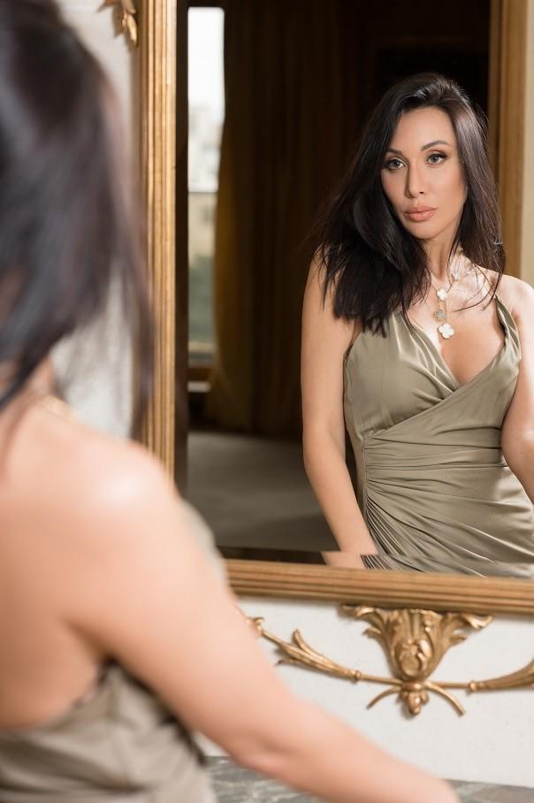 06.Glamorous Fashion Edito